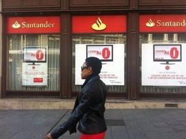 Condenan al Santander a devolver más de un millón de euros a clientes por no advertir de riesgos