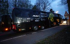Elevan la presencia policial en la Bundesliga tras el ataque al autobús del Borussia Dortmund