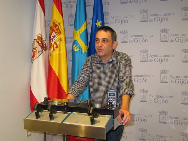 Orlando Fernández.