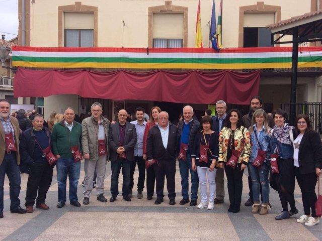 Ceniceros y Martínez Arregui, junto a más participantes en la visita