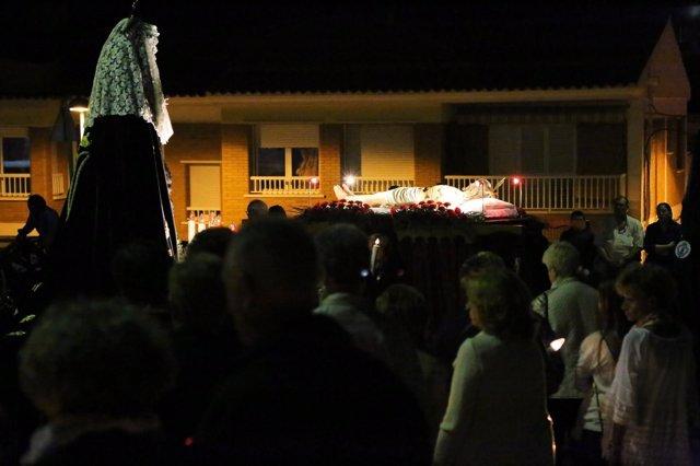 El Santo Entierro cierra las procesiones de Semana Santa en Mequinenza.