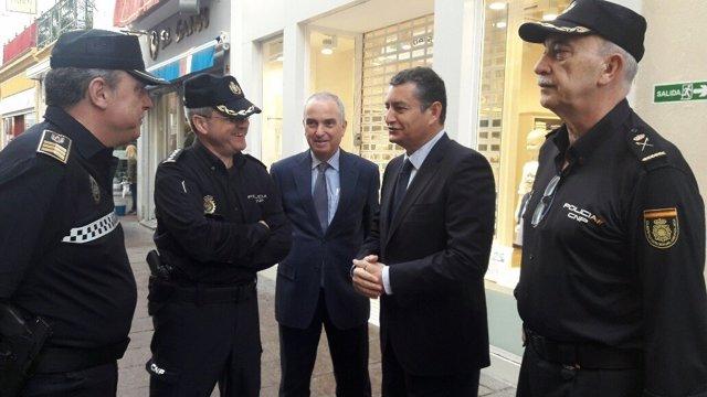 El delegado del Gobierno en Andalucía, Antonio Sanz, visita el Cecop