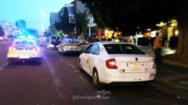 La Policía Local de Sevilla inmoviliza un taxi que prestaba servicio sin tener licencia y con la ITV caducada