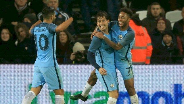 David Silva celebra su gol con Agüero y Sterling