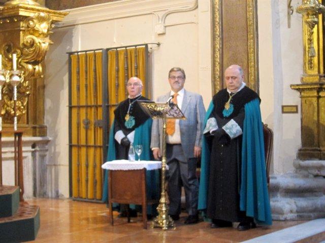 José Antonio López Serrano, en el centro.