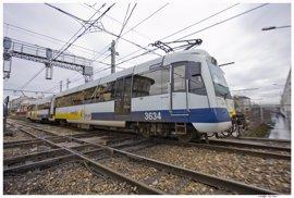 Suspendidos 7 cercanías al quemarse un tren con 60 viajeros