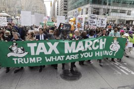 Manifestación en Nueva York para exigir que Trump presente sus declaraciones fiscales