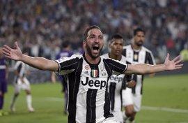 La Juventus vence con doblete de Higuaín (0-2) y el Milan empata 'in extremis' ante el Inter