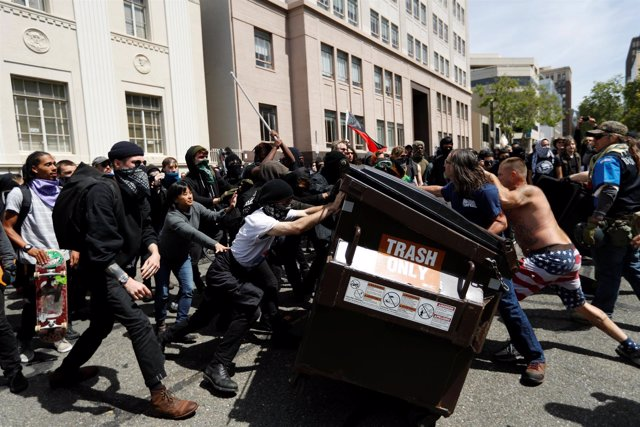 Protestas entre seguidores y detractores de Trump en Berkeley, California