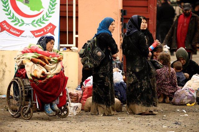 Desplazados iraquíes a las afueras de Mosul