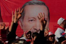 Turquía vota en referéndum para expandir los poderes del presidente Erdogan