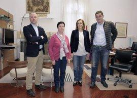La Diputación estudia posibilidades de solventar las deficiencias en una fuente del siglo XVI en Capillas (Palencia)