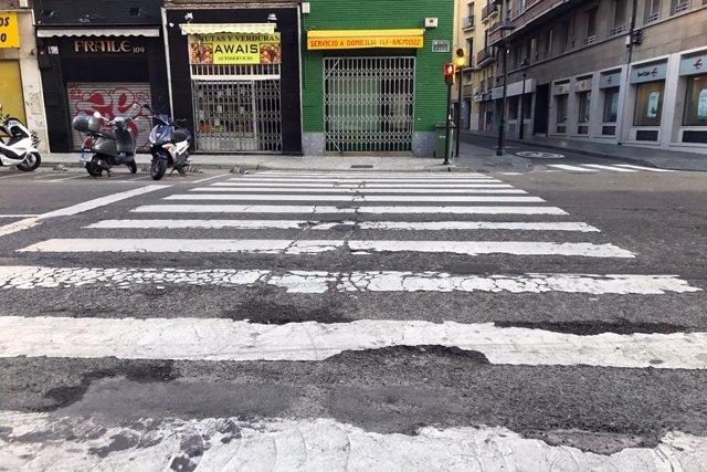 PP critica el deterioro de la calzada en el Coso Bajo de Zaragoza.