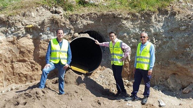 El diputado Óscar Liria ha visitado las obras en la carretera de Aguamarga.