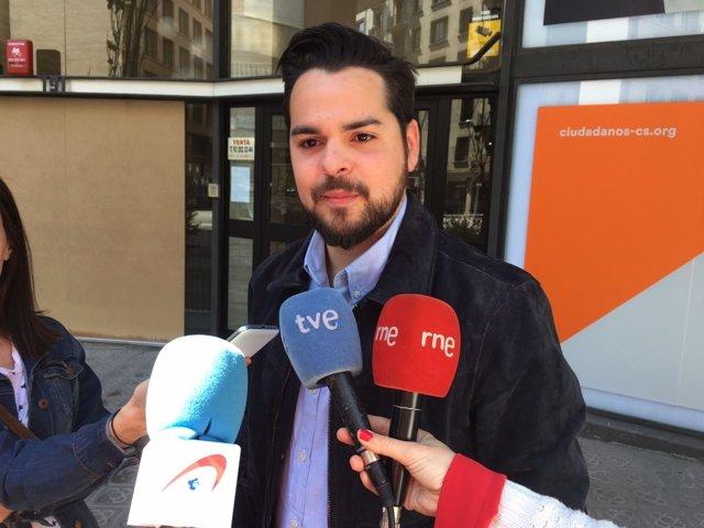 Fernando de Páramo (Cs) atiende a los medios