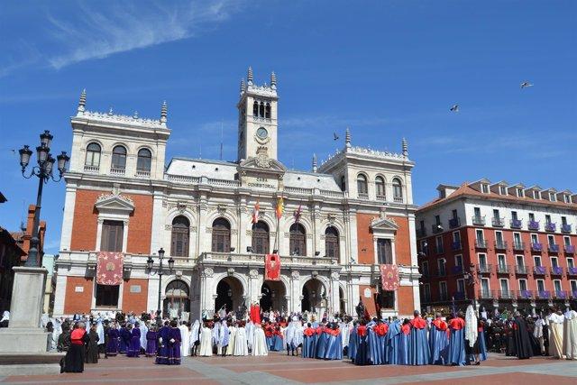 Valladolid. Suelta de palomas en la Plaza Mayor de Valladolid