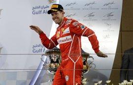 Vettel manda en Baréin, Sainz y Alonso abandonan