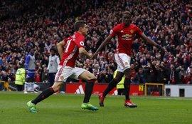 El United tumba al Chelsea y Liverpool sufre para ganar al West Brom
