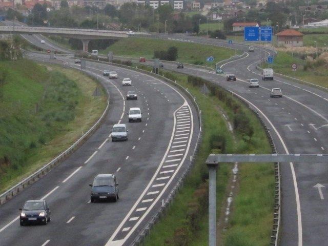 Autovía, Tráfico En Cantabria, Coches. Circulación