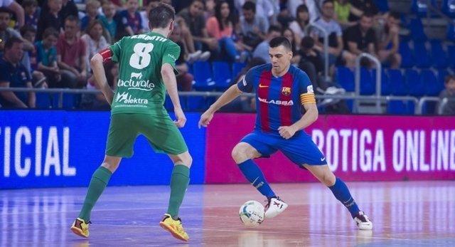 El Barcelona Lassa cae con estrépito y pierde el liderato