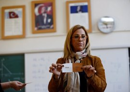 La Comisión Electoral anuncia la victoria provisional del 'Sí' en el referéndum de Turquía