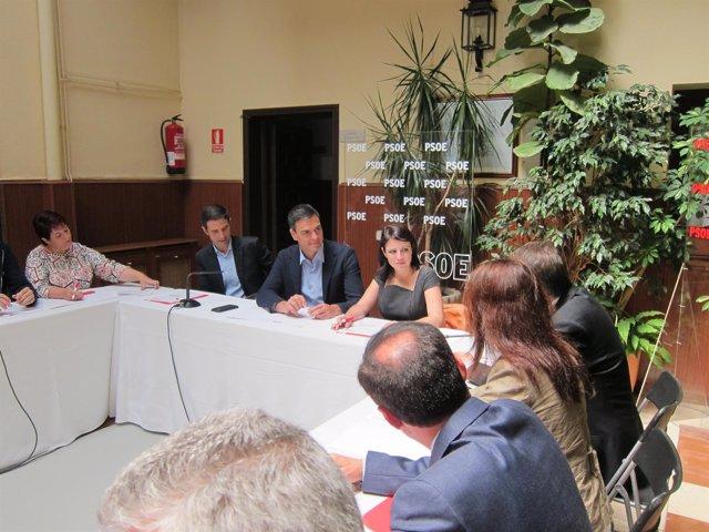 Pedro Sánchez y Adriana Lastra con alcaldes socialistas en Alcalá de Henares