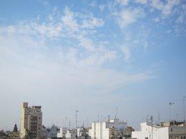 Cielo poco nuboso y temperaturas con pocos cambios o ascensos locales este lunes en la Comunitat