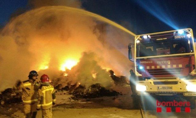 Incendio de una planta de reciclaje en Els Alamús (Lleida)