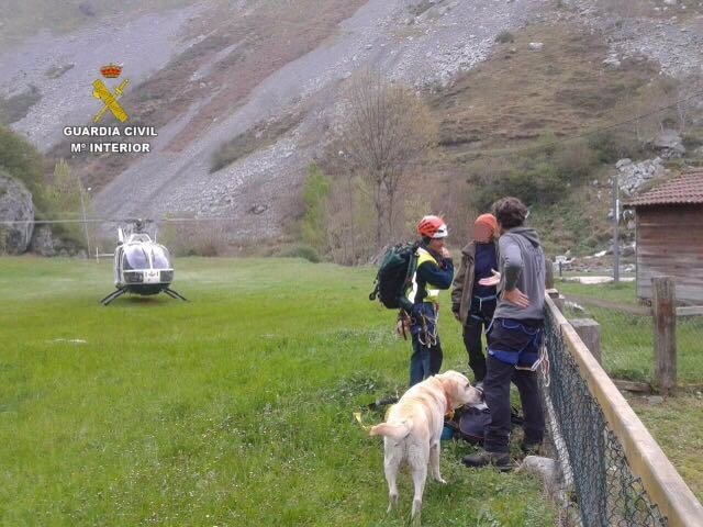 León: En Helicóptero Del Rescate Y Los Agentes