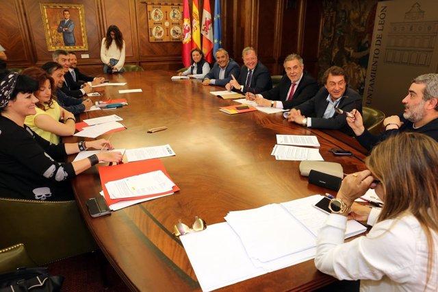 León: Reunión Del Consejo Social De León