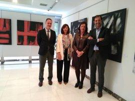 La Aecc expone en Oviedo 16 cuadros de Nigro para recaudar fondos para investigación