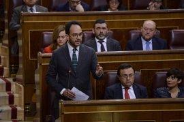 """Hernando (PSOE) dice que le """"repugna"""" que Podemos coloque a Felipe González al lado de Bárcenas y Rato en su 'Tramabús'"""