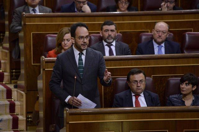 El socialista Antonio Hernando, en su escaño