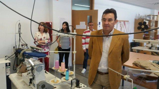 2321dcfcb La Consejería de Educación implantará el próximo curso en Lorca el ciclo  superior de Patronaje y Moda