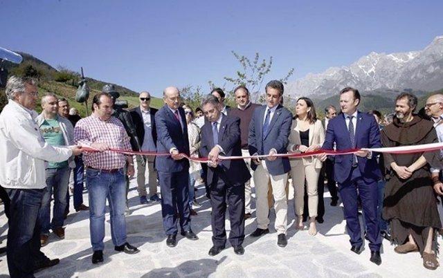 Inauguración del paseo entre Potes y Santo Toribio de Liébana