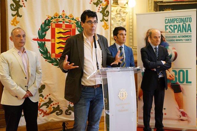 Bustos presenta el Campeonato en el Ayuntamiento.