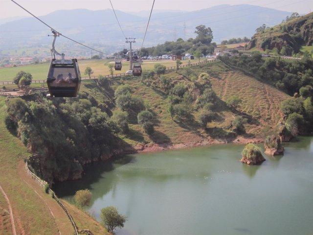 Telecabina de Cabárceno. Turismo. Turistas. Cantabria.