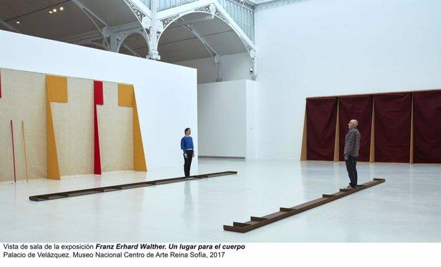 'Un Lugar Para El Cuerpo',  Franz Erhard Walther