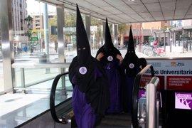 El metro de Sevilla transporta a 590.000 usuarios en Semana Santa y cosecha su récord