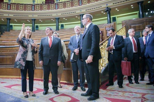 Ana Pastor, con el ministro de Relaciones Exteriores de Cuba