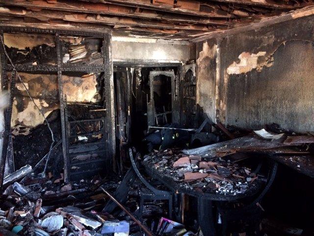 Incendio fuego vivienda bloque málaga ciudad jardin un fallecido destruido enser