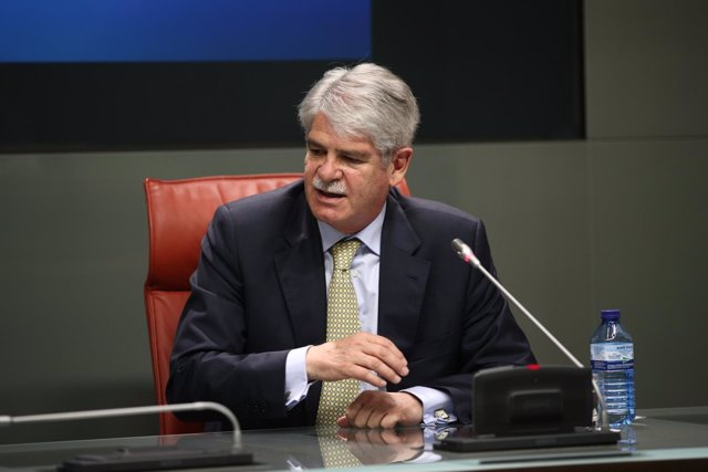 Alfonso Dastis en rueda de prensa en el Ministerio de Exteriores