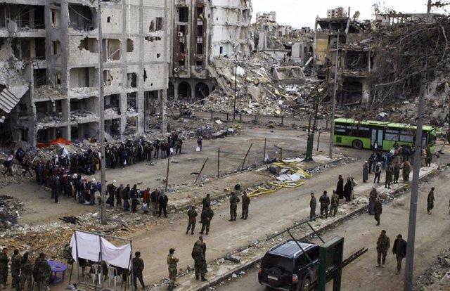 Rebeldes sirios en Homs a la espera de ser evacuados