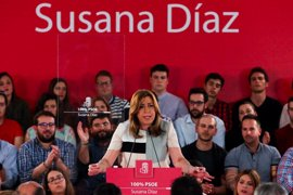 """Susana Díaz pide recuperar """"el amor por el PSOE"""" y se congratula de que """"hijas de obreros"""" puedan aspirar a liderarlo"""