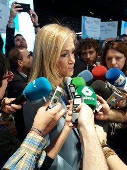 Cifuentes atiende  a los medios de comunicación
