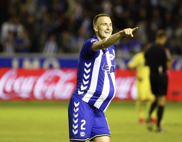 Rodrigo Ely celebra el 2-0