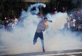 La Fiscalía de Venezuela ordena prisión para dos policías por la muerte de un manifestante