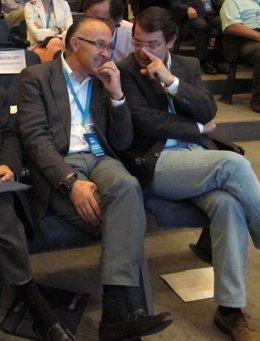 Fernández Mañueco (Drcha) Habla Con Ramiro Ruiz Medrano