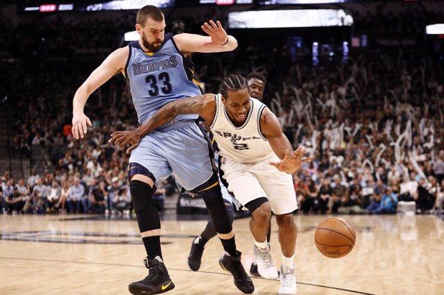 Marc Gasol y Kawhi Leonard en el San Antonio Spurs . Memphis Grizzlies