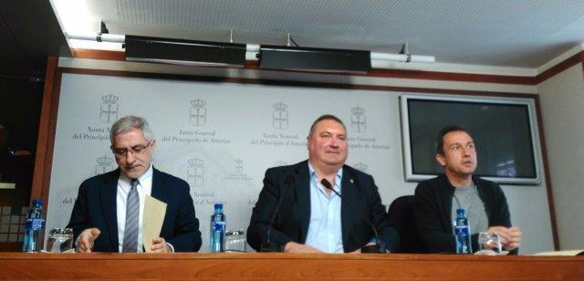 Gaspar Llamazares, Ramón Argüelles y Ovidio Zapico.